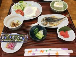 朝食(静岡産干物の和食)