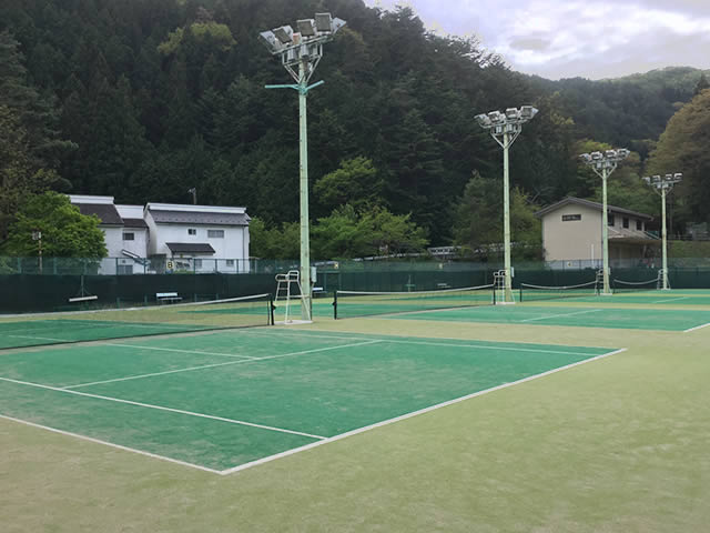 三ツ峠グリーンセンターのテニスコート(ゲートボール)場